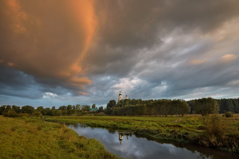 утро,рассвет,река,небо,облака.тучи,церковь,отражение утро в Филипповскомphoto preview