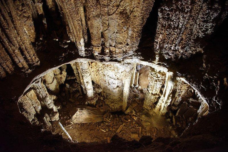 пещера, грот, чатырдаг, фото, крым, сталактиты Провалphoto preview