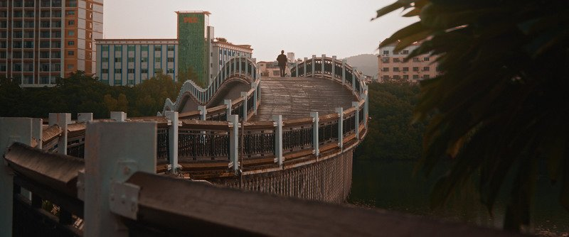 drunk, bridge, man, alone, china, asia, cinematic, cine, colors, colorgrading, colorgrade Drunk bridgephoto preview