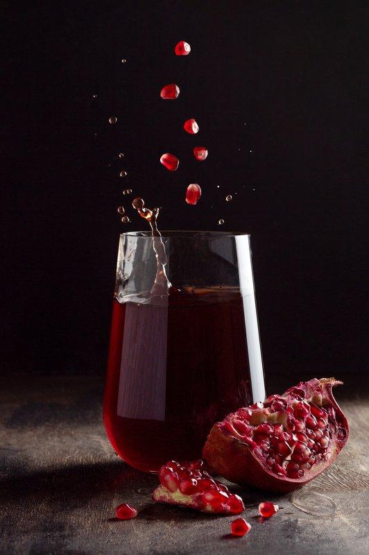 гранатовый сок, гранат, левитация, всплеск Гранатовый сокphoto preview