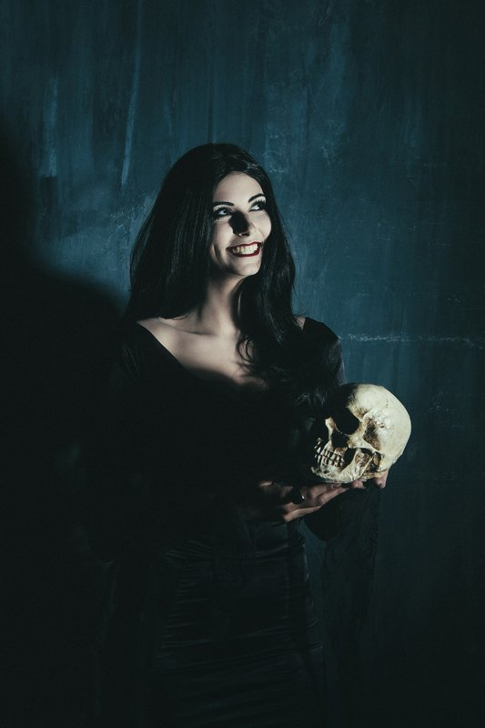 портрет, женский портрет, студия, череп Портретphoto preview