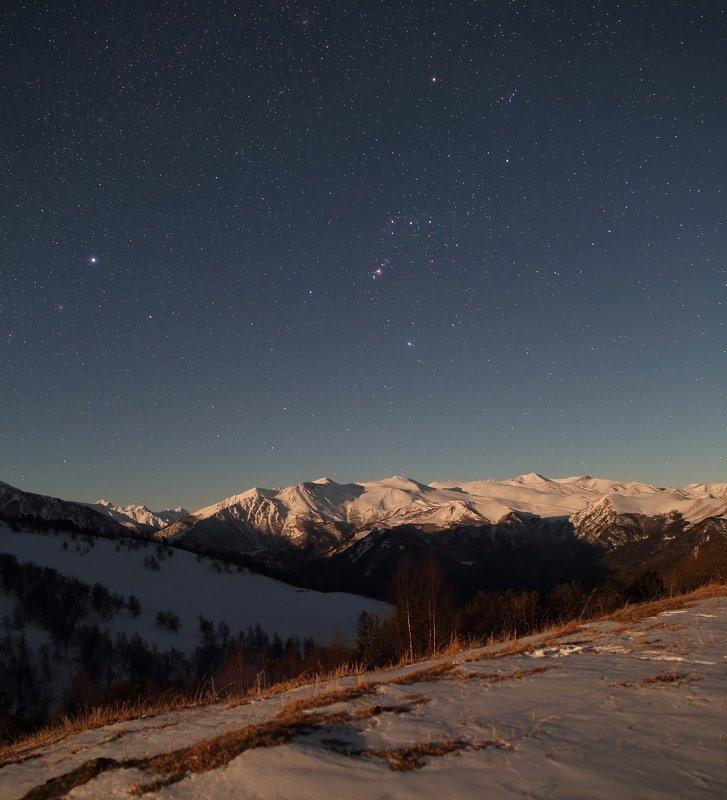 ночь бта обсерватория ночной пейзаж астрофотография звезды созвездия орион облака Кавказ в Лунном светеphoto preview