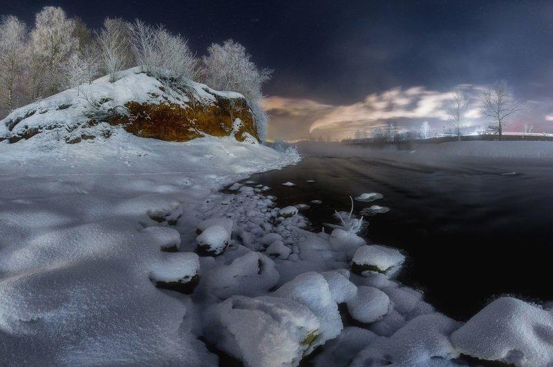 Морозный вечер на берегу рекиphoto preview
