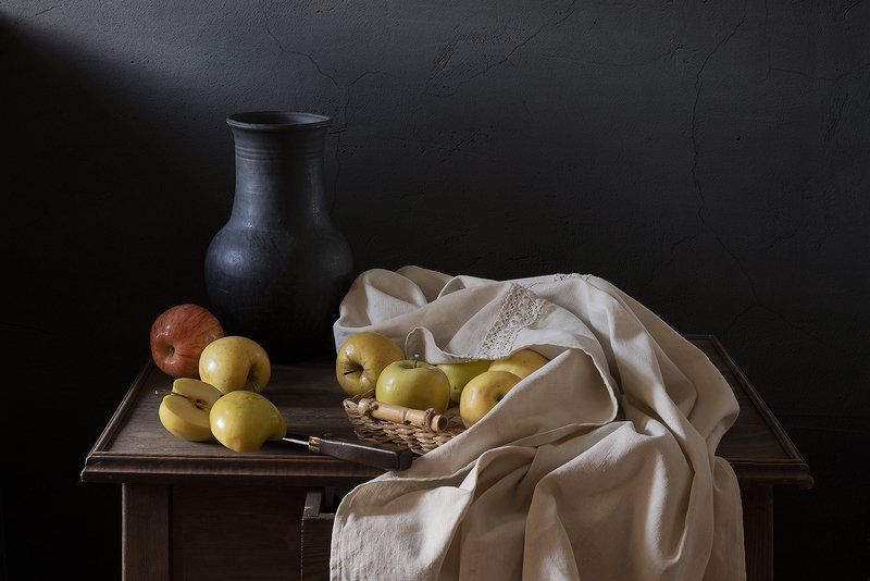 натюрморт, фрукты, яблоки С яблоками и тканьюphoto preview