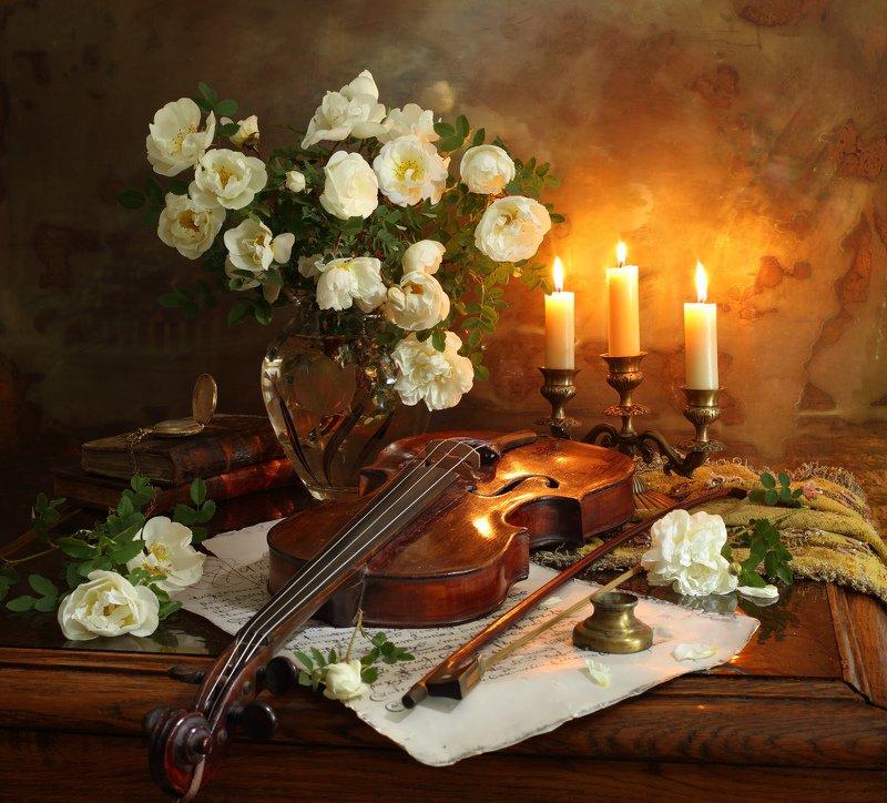 скрипка, музыка, цветы, розы, свечи Натюрморт со скрипкой и цветамиphoto preview