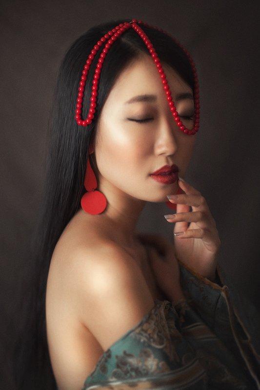 портрет, бусы, красный, азия, восток, серьги, свет Бусыphoto preview