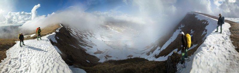 Карпаты, Украина,  весна, гори, Карпати, Свидовець, сніг, Догяска Над ледниковым каромphoto preview