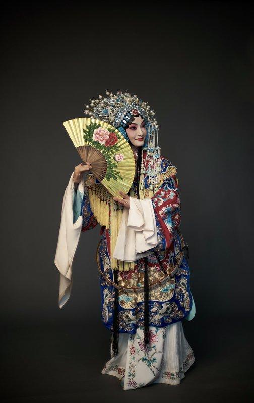 mood portrait.   fashion. репетиция пекинской оперыphoto preview