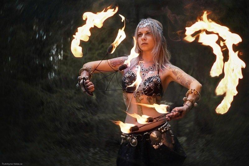 пламя, огонь, ночь, девушка Магия огняphoto preview