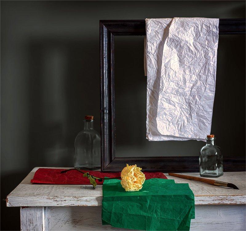 still life, натюрморт,    винтаж,    цветы,  роза, бутылки, бумага, кисточка, рамка, натюрморт с розойphoto preview