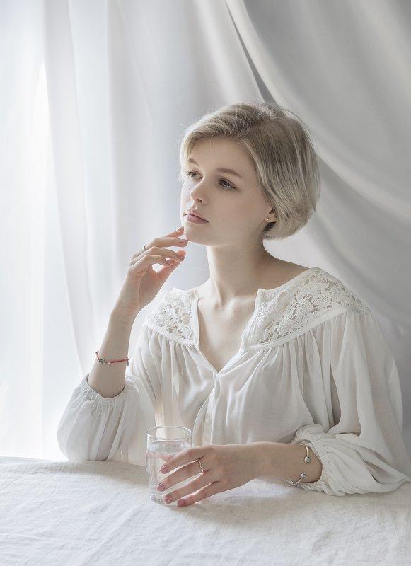 портрет , взгляд , цвет ,волосы , красивые губы ,нежность ,девочка photo preview