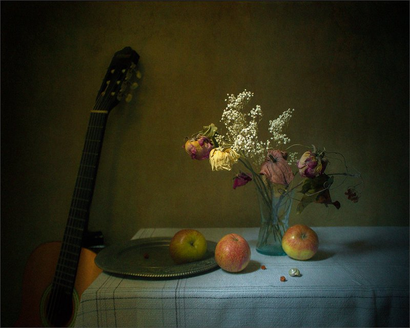 Только ты, моя гитара, прежним звоном хороша...