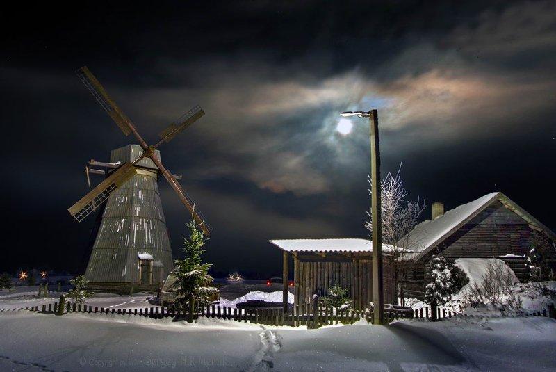 беларусь, звезды, зима, луна, мороз, ночь, снег, замок, гольшаны, вечера-на-хуторе, озерцо, логойск, дудутки Сияние лунного фонаря над мельницейphoto preview