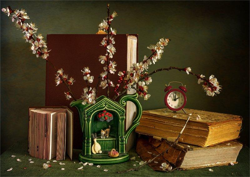 still life, натюрморт,    винтаж, ретро,   цветы,  ветка, абрикос, весна, книги, натюрморт с цветущими ветками абрикосаphoto preview