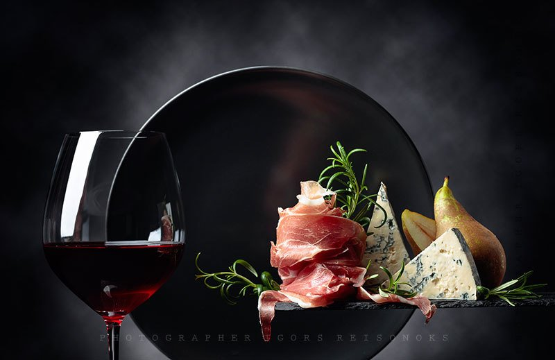 Prosciutto, blue cheese and red wine.photo preview