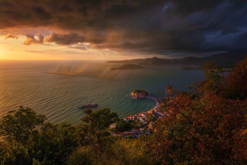 черногория, свети-стефан, море, закат, облака, дождь Облачно в Свети-Стефан, Черногорияphoto preview