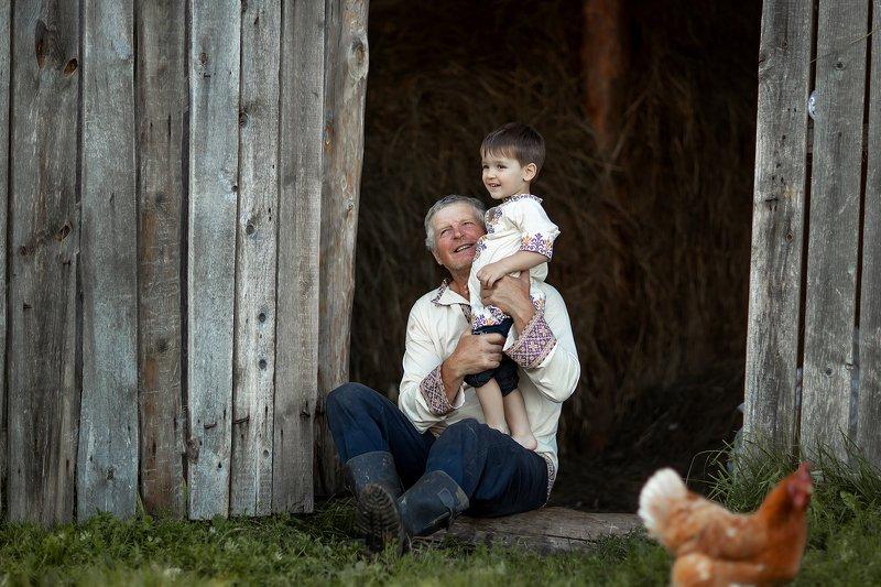 Дедушка и внукphoto preview