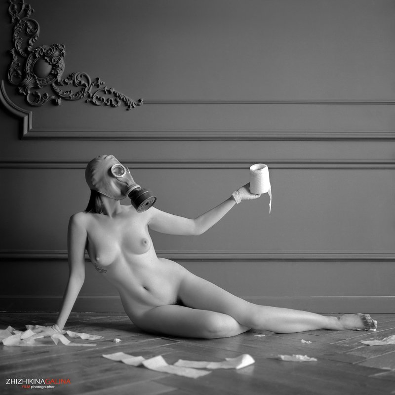 коронавирус, чб, аопкалипсис, черно-белое, туалетная бумага, противогаз, ню, артню, креатив, фото, карантин, bw, nu, nude, girl, face, portrait, film, пленка Кризисphoto preview