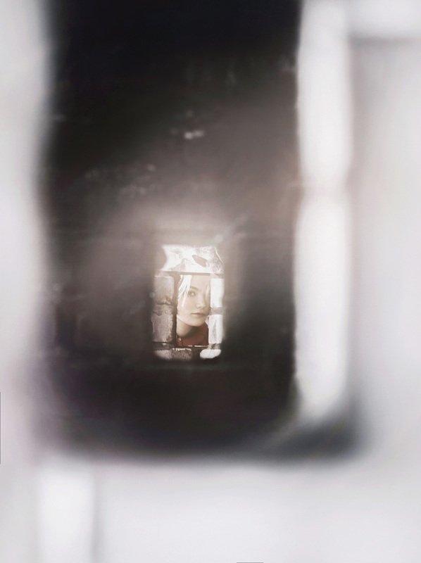 портрет,взгляд,свет Затаившиесяphoto preview