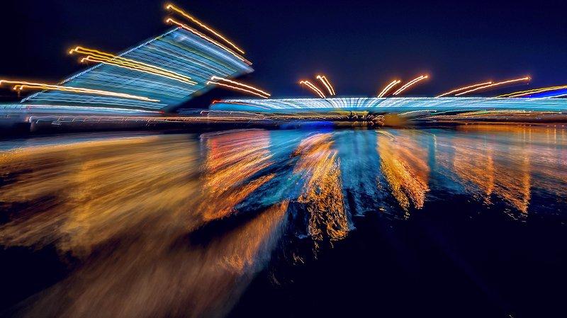 город,архитектура,ночь,река,длинная экспозиция,мост,огни,отражения,движение Разведение Троицкого моста.photo preview