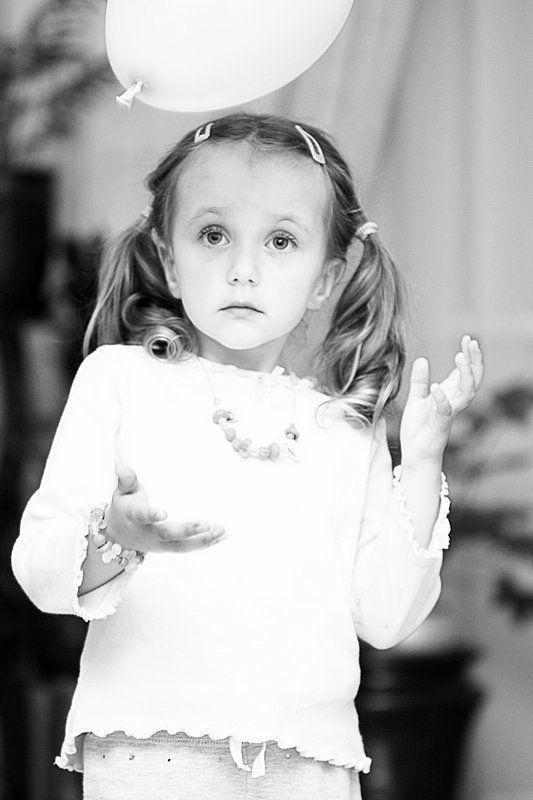 сашутка, 3.5, года, маленькая, девочка, и, шарик, и, пусть, весь, мир, подождет!!!!! девочка и шарикphoto preview