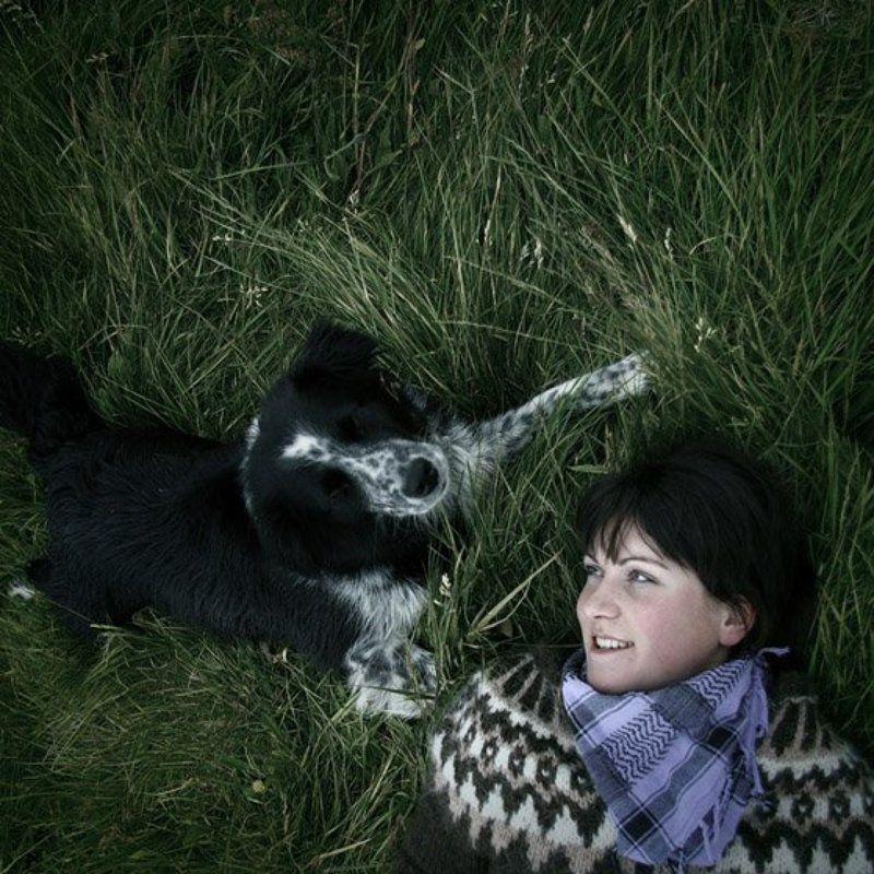исландия, девушка, собака, трава, платок, photo preview