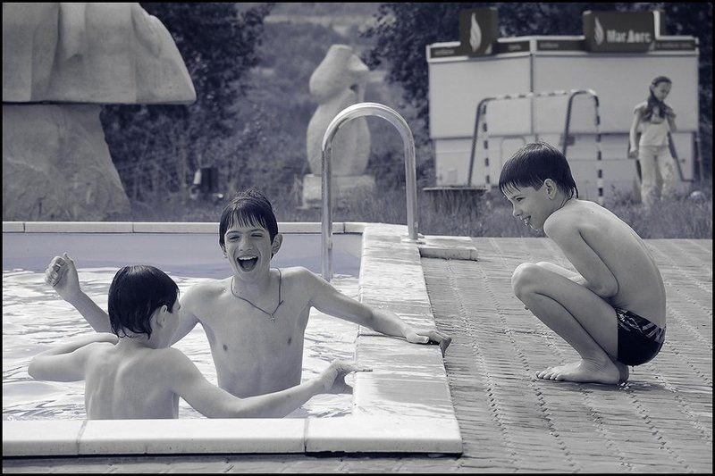 мальчики, пикник, бассейн Ой, да ну ладно тебе!photo preview