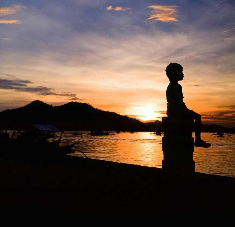 филиппины, остров, море, закат, лодка, мальчик Филиппинский закатphoto preview