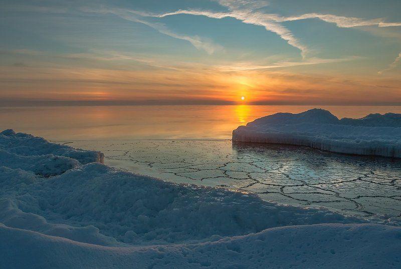 На море тихо опустилась Зимаphoto preview