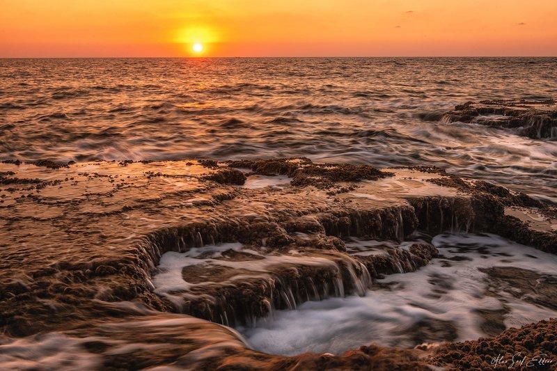 seascape longexposure nature sea waves orange sunset sun Freedomphoto preview