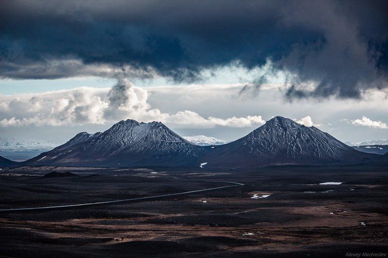 вулканы, горы, Исландия, ледники, пустошь Темные землиphoto preview
