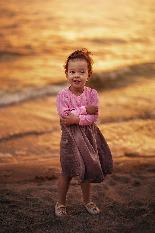 девочка вечер море лето закат ветер милая на побережье.photo preview