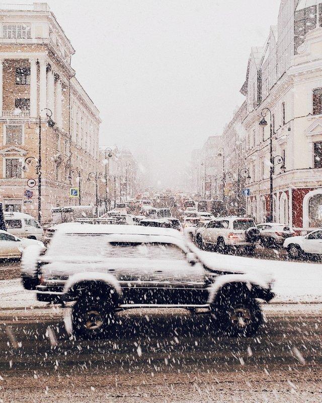 владивосток, приморье, машина, автомобиль, снегопад, снег, город, движение, перекресток, погода, веснв У природы нет плохой погоды!photo preview
