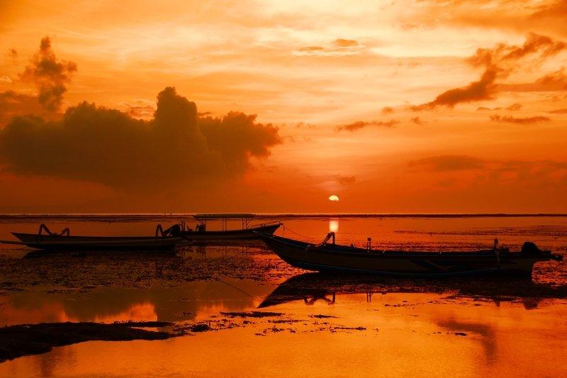 morning, coast, ocean, water, dawn, sunrise, horizon, boat Bright morningphoto preview