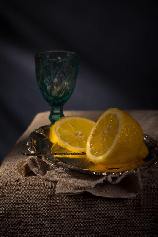 Натюрморт с лимономphoto preview