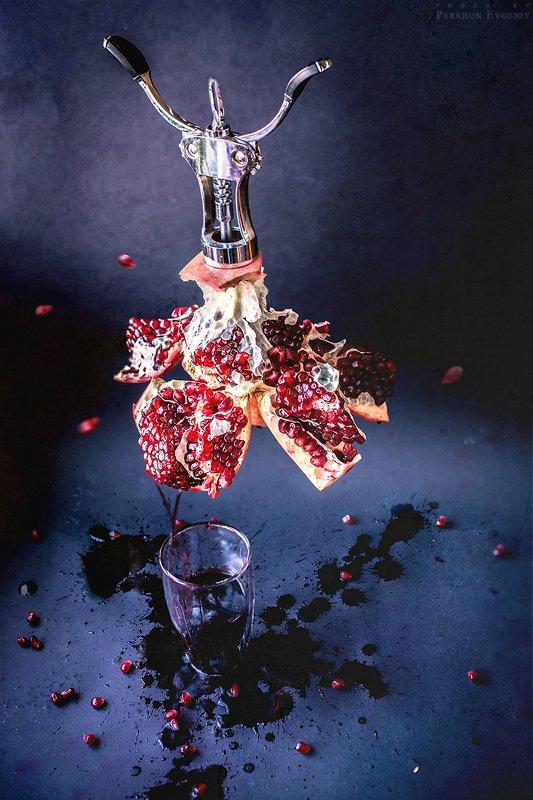 гранат, вино, штопор Гранатовое виноphoto preview