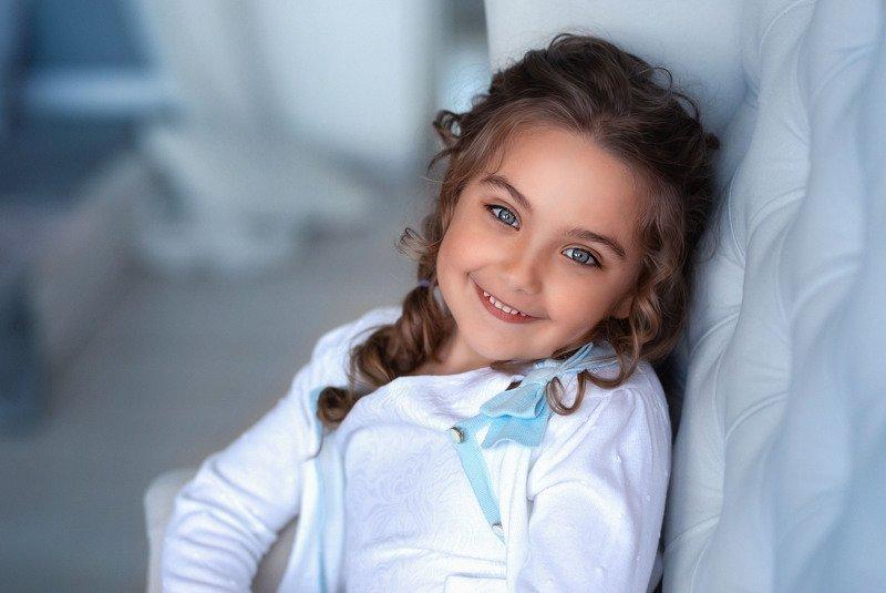 девочка детство улыбка портрет глаза улыбка ребенок красавица photo preview
