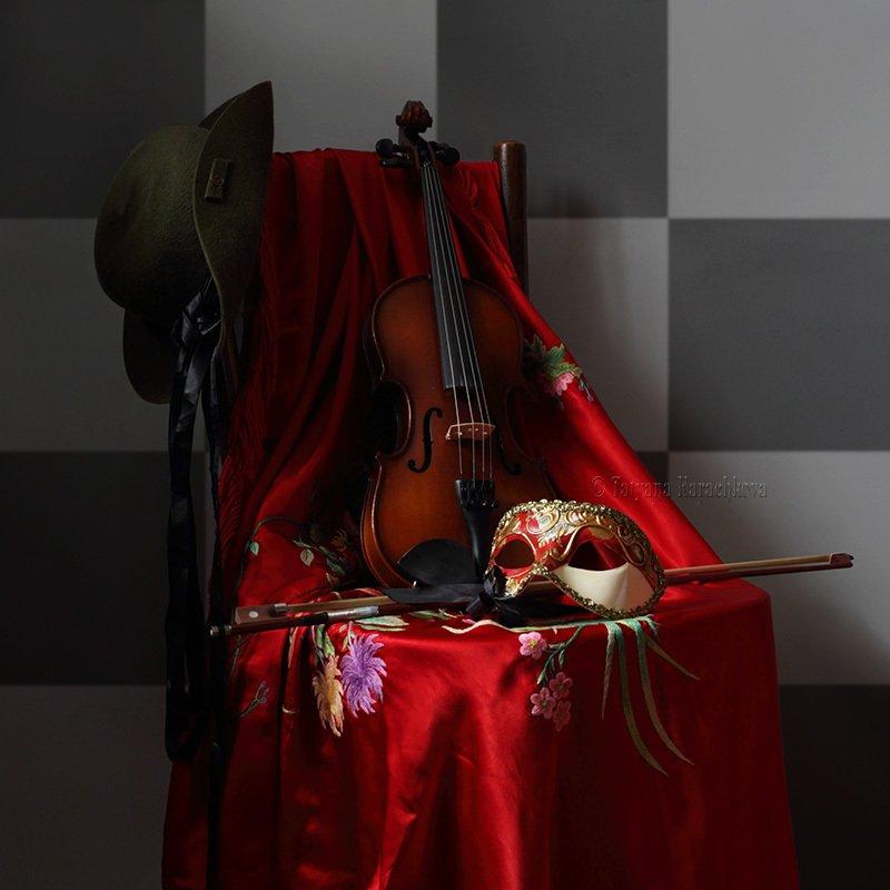 натюрморт, скрипка, маска, карнавал Dopo il carnevalephoto preview
