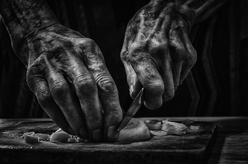 woman,old age, old woman, hands, женщина, старость,старуха,руки,,black and white,черно-белое For the tearsphoto preview