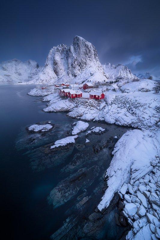 lofoten norway winter landscape snow blue red ocean arctic clouds  hamnoy фото превью