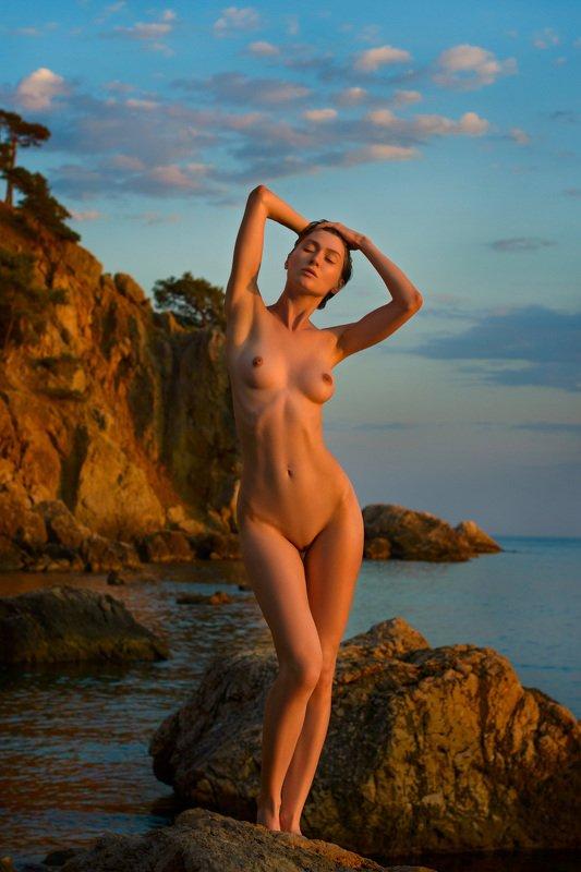 nude,модель,закат,море,ню,девушка В лучах закатаphoto preview