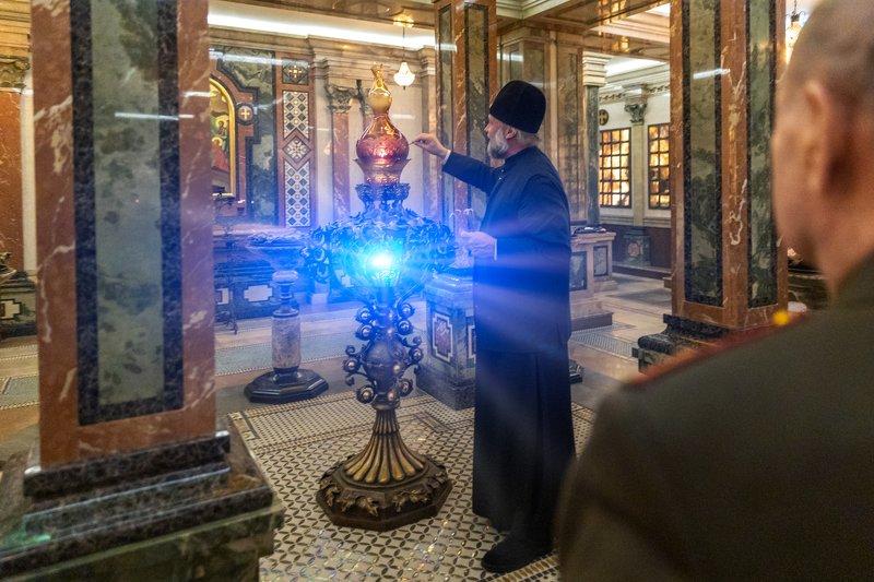 неугасимая лампада; благодатный огонь; православие; всехсвяткий; храм; крипта;  Неугасимая Лампадаphoto preview