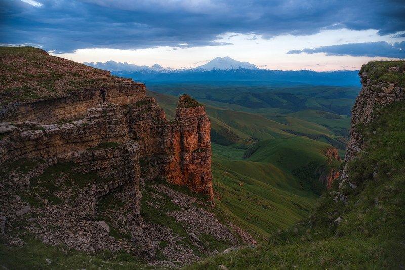 бермамыт, эльбрус, закат, скала, обрыв, плато, вечер, свет, карачаево-черкесия ВЕЧЕРНИЙ СВЕТ НА БЕРМАМЫТЕphoto preview