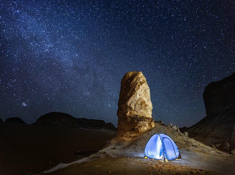 ночная съемка, ночь. звезды ,звездное небо ,  пустыня .египет , белая пустыня , палатка , небо , stars .desert, white desert, egypt, night, night shot, starry sky Звездное небоphoto preview