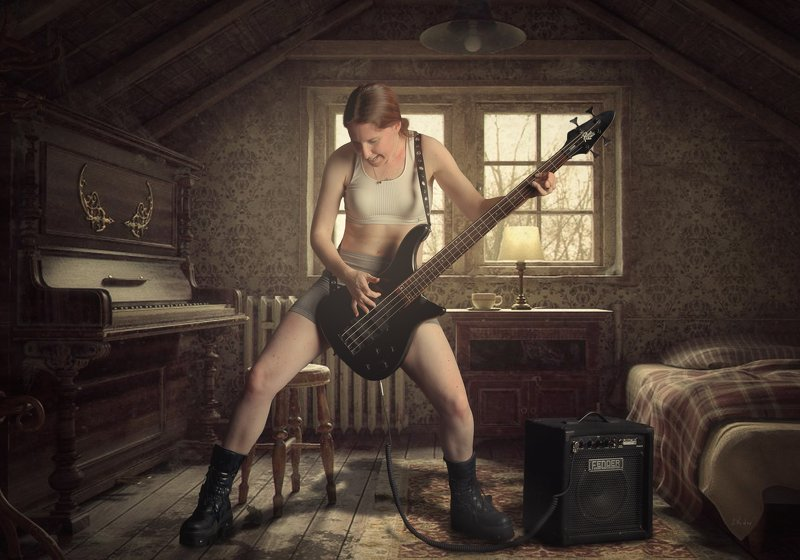девушка, гитара, комната Солоphoto preview