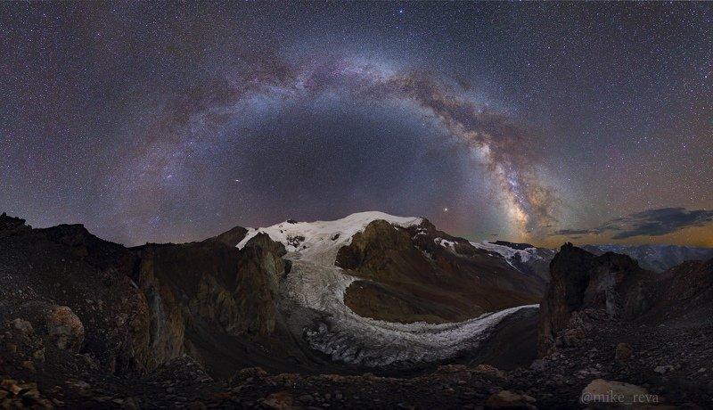 ночь эльбрус ночной пейзаж астрофотография звезды созвездия Ледники Эльбруса под звездамиphoto preview