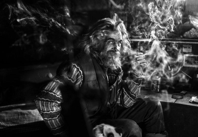 Серёга-Анархист в дыму своих сбывшихся и несбывшихся вселенныхphoto preview