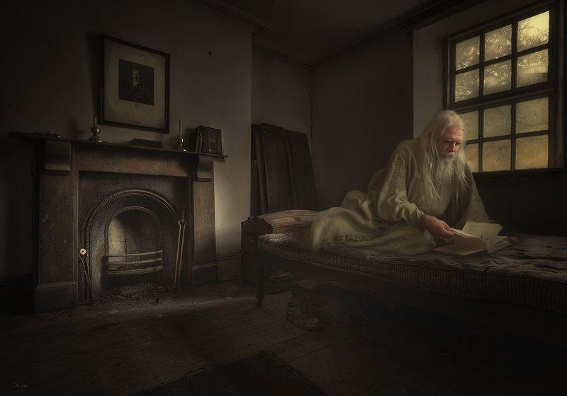 старик, комната, книга Старецphoto preview