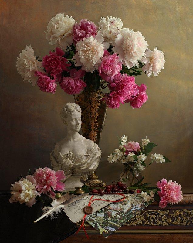 натюрморт, цветы, пионы, девушка, скульптура, букет Натюрморт с пионами и бюстом девушкиphoto preview