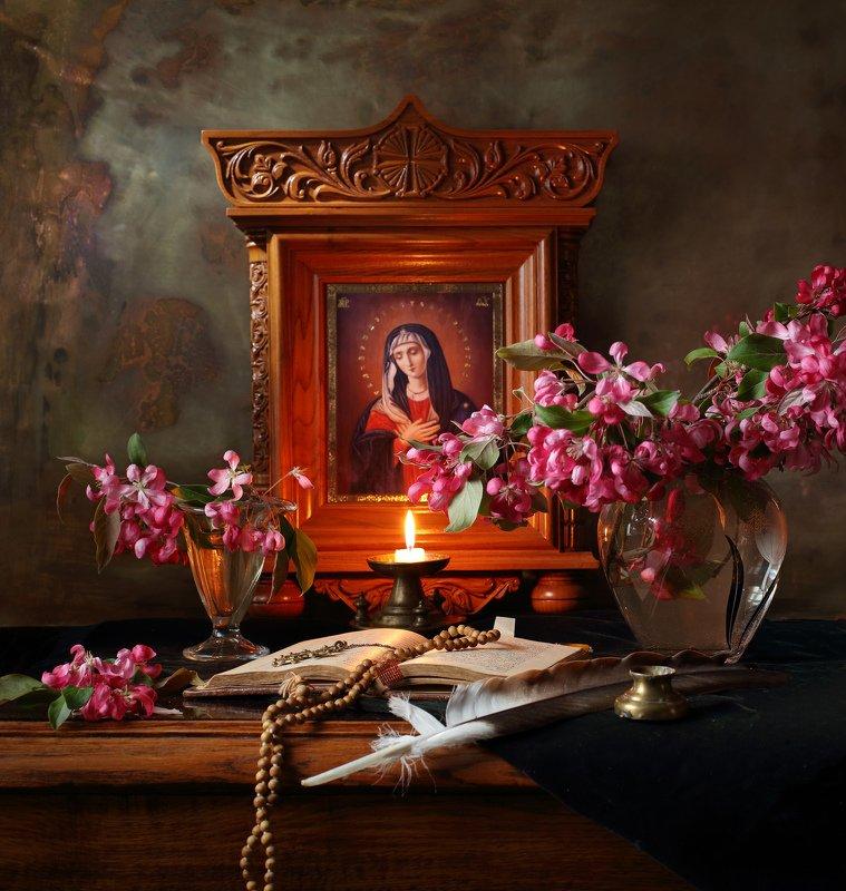 Богородица, икона, свеча, религия, цветы, книга Пресвятая Богородица, спаси и сохрани нас!photo preview